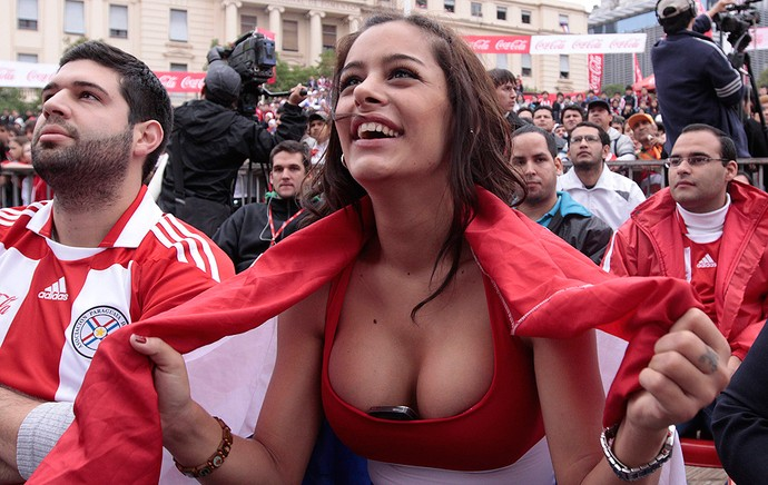 Larissa Riquelme torcedora Paraguai (Foto: Reuters)