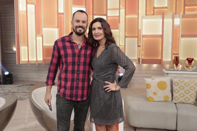 O ator Paulinho Vilhena com a Fátima nos bastidores  (Foto: Felipe Monteiro/Gshow)