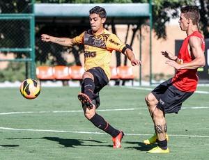 Volante Josué e atacante Neto Berola, do Atlético-MG (Foto: Bruno Cantini / Flickr do Atlético-MG)