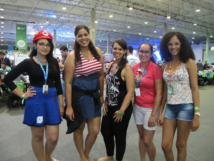 Dayana Lira, Milena Caldas, Lau Sousa, Icoana Martins e Luane Alves ensaiam para competição (Foto: Laura Martins/Techtudo)