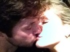Claudia Leitte posta foto beijando o marido