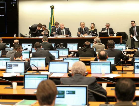 Deputados discutem a reforma política na Câmara (Foto: ANDRÉ DUSEK/ESTADÃO CONTEÚDO)