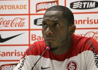 Willians Inter coletiva (Foto: Eduardo Deconto/GloboEsporte.com)