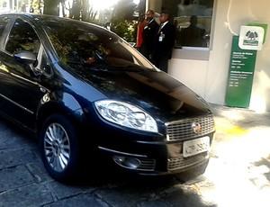 carro neymar clínica são vicente (Foto: Jorge Natan)
