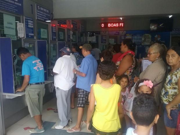 Loteria lotada no bairro Dirceu II, Zona Sudeste de Teresina (Foto: João Cunha/G1)