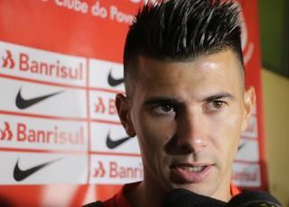 Victor Cuesta zagueiro Inter (Foto: Eduardo Deconto / GloboEsporte.com)