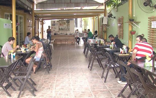 Restaurante serve apenas pratos com alimentos saudáveis em Rio Branco (Foto: Acre TV)