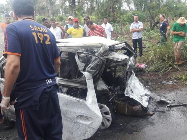 Os corpos foram levados para o Instituto Médico Legal (IML) de Imperatriz (Foto: Divulgação/PRF)