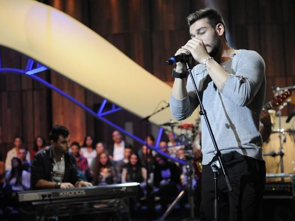 Os sucessos 'É o Amor' e 'Pense em Mim' são revisitados pelo sertanejo de influências pop Lucas Lucco (Foto: Renato Rocha Miranda/ TV Globo)