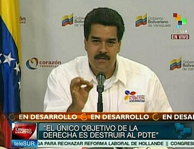 O vice-presidente da Venezuela, Nicolás Maduro, durante pronunciamento na TV nesta terça-feira (5) (Foto: AFP)