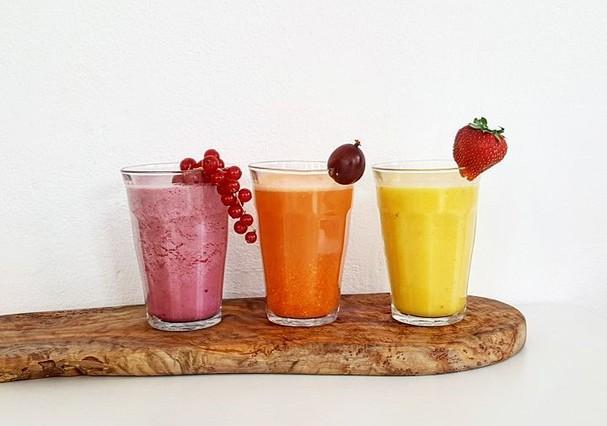 Sucos e smoothies são ótimas opções para fazer lanchinhos rápidos e saudáveis (Foto: Instagram/Reprodução)