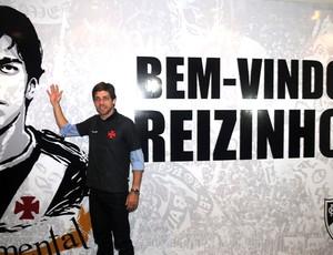 Juninho pernambucano apresentação vasco 2011 (Foto: Andre Durão)