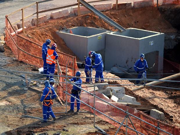 Operários trabalham nas obras de ampliação do aeroporto de Viracopos, em Campinas (Foto: Fernando Pacífico / G1 Campinas)