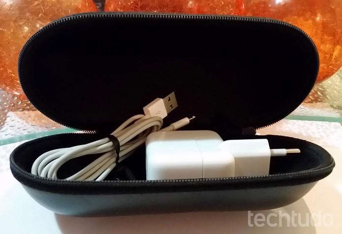 Guarde o carregador em um case de óculos  (Foto: Lívia Dâmaso/TechTudo)