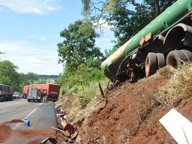 Acidente entre carretas interdita parte da BR-163 em Campo Grande, diz PRF (Foto: Tatiane Queiroz/G1 MS)