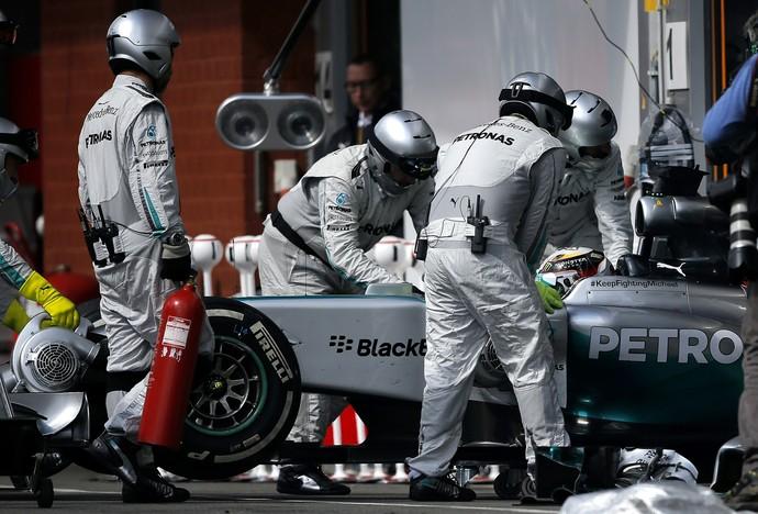 Lewis Hamilton abandona GP da Bélgica a cinco voltas do fim (Foto: Getty Images)