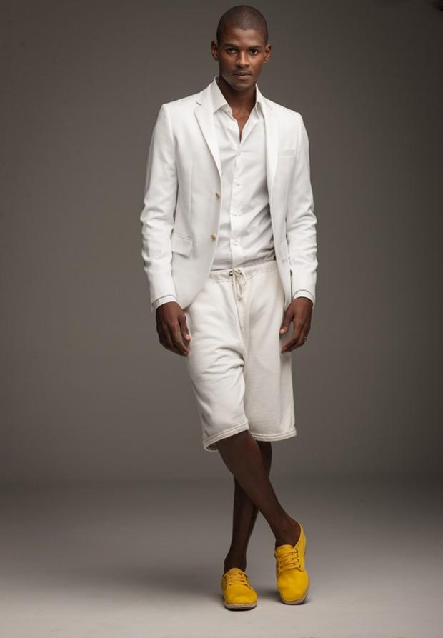 Blazer Topman R$ 289 | Camisa Ermenegildo Zegna R$ 1.260 | Bermuda Etiqueta Negra R$ 210  | Alpargatas Sérgio K. R$ 349 (Foto: Marlos Bakker)