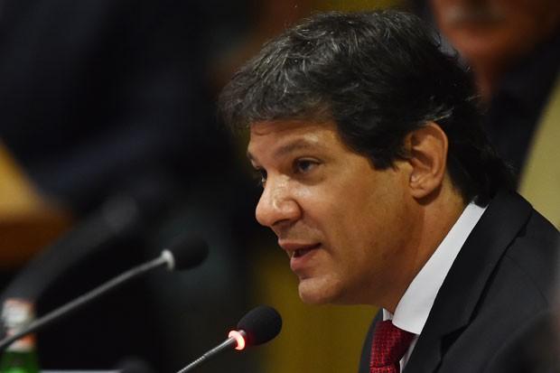 O prefeito de São Paulo, Fernando Haddad, fala durante encontro de prefeitos sobre desenvolvimento sustentável no Vaticano nesta terça-feira (21) (Foto: Gabriel Bouys/AFP)