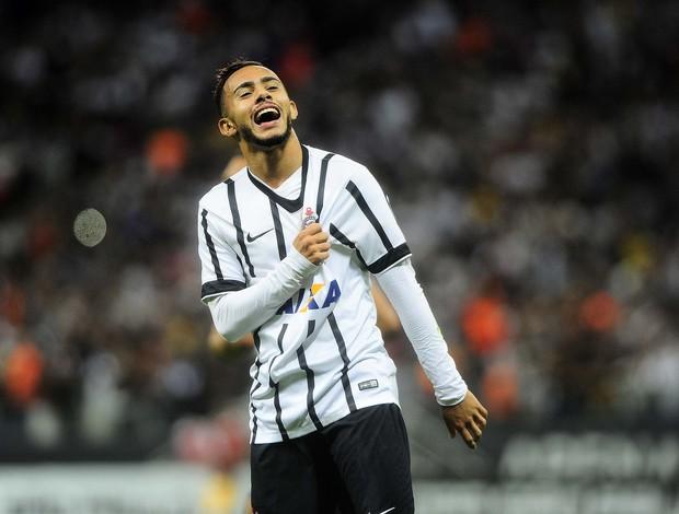 Claudinho comemora gol do Corinthians