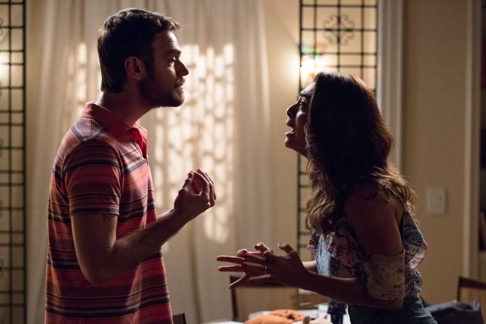 Bibi ameaça o marido (Foto: Fábio Rocha/Gshow)