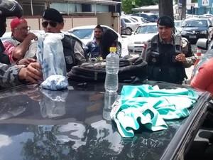 Material explosivo foi encontrado com o grupo que foi detido em protesto contra Dilma em João Pessoa (Foto: Diogo Almeida/G1)