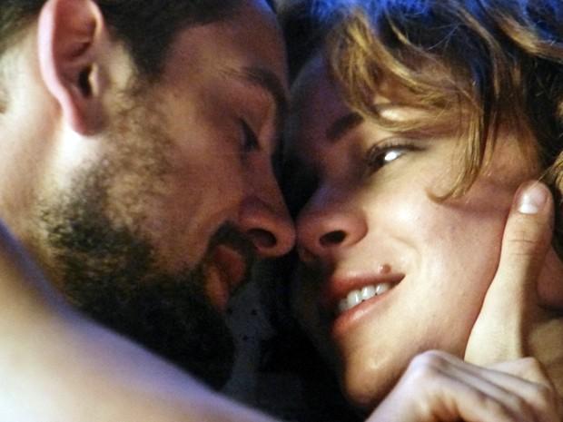 Cris e Vicente têm a sua primeira noite de amor  (Foto: Império/TV Globo)