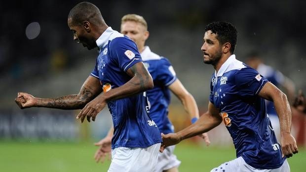 Dede gol Cruzeiro (Foto: Igor Coelho / Agência Estado)