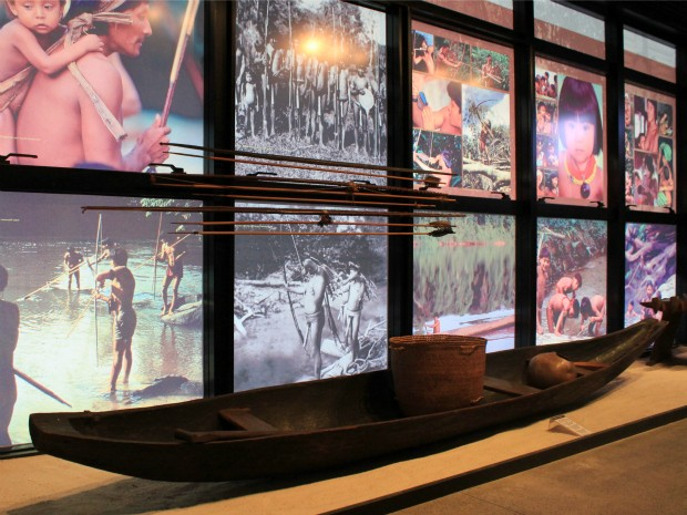 Detalhes da cultura indígena ganham destaque no segundo ambiente do museu (Foto: Tiago Melo/G1 AM)