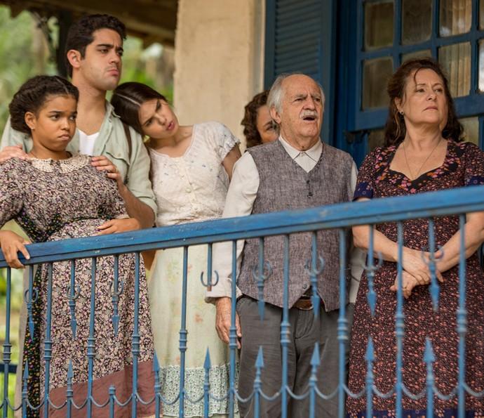 Cunegundes e família voltam ao casarão (Foto: Fabiano Battaglin/Gshow)