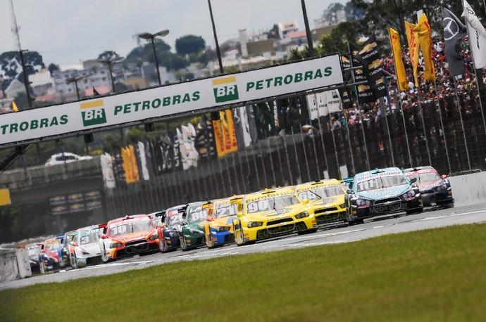 Largada da Corrida de Duplas da Stock Car em Curitiba (Foto: Duda Bairros)