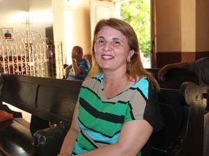 A religiosa Layane Rosário, não come carne de jeito nenhum na sexta-feira (Foto: Ellyo Teixeira/G1)