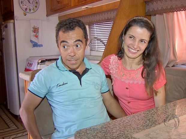 Vida em motorhome começou há quatro anos e foi sonho de casal (Foto: Reprodução/ TV Morena)
