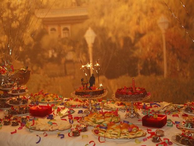 Mesa da festa pronta  (Foto: Lado a Lado/TV Globo)
