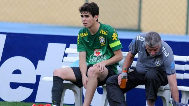 Oscar machucado treino seleção brasileira brasil (Foto: André Durão)