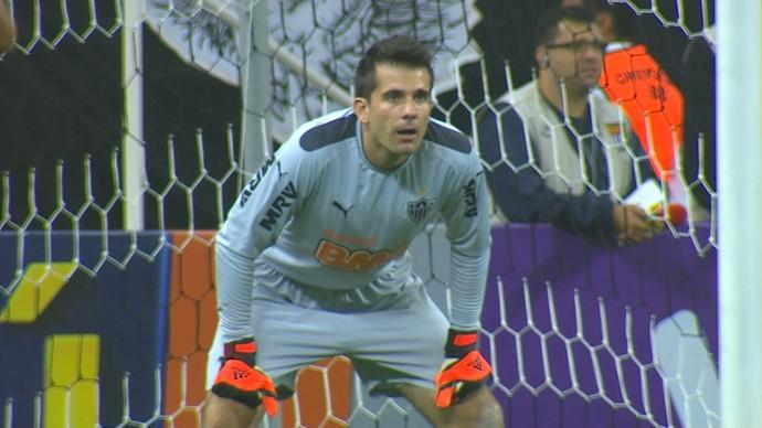 Goleiro Victor em ação pelo Atlético-MG na partida contra o Corinthians (Foto: Reprodução/Sportv)
