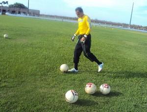 Rodrigo Ramos se mostra tranquilo quando a disputa pela titularidade (Foto: Afonso Diniz/Globoesporte.com)