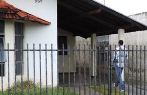 Representantes da base estiveram no alojamento para deixarem água (Foto: Gabriela Correia / GloboEsporte.com)