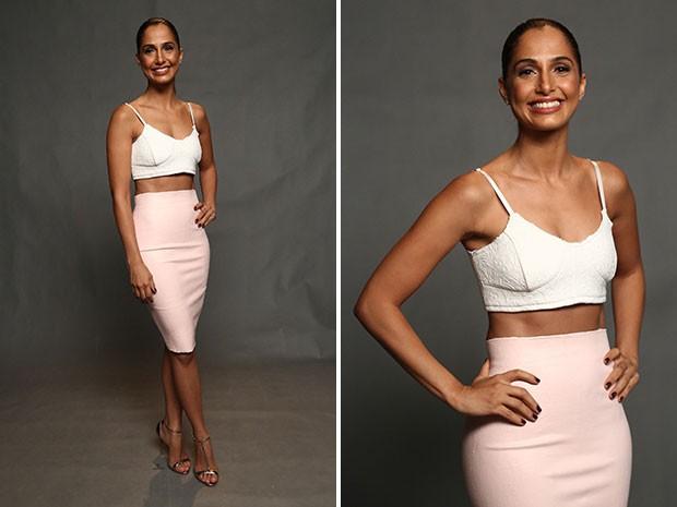Exibindo um corpo de dar inveja, Camila Pitanga usa top cropped e saia lápis em coletiva  (Foto: Raphael Dias/Gshow)