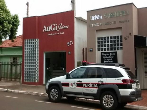 Joalheria assaltada fica em frente à delegacia. Rio Preto (Foto: Divulgação/Polícia Militar)