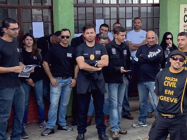 Em Varginha, MG, policiais civis da cidade e de Elói Mendes, MG, e Boa Esperança, MG, fizeram protesto nesta terça-feira (21) (Foto: Reprodução EPTV/Claudemir Camilo)