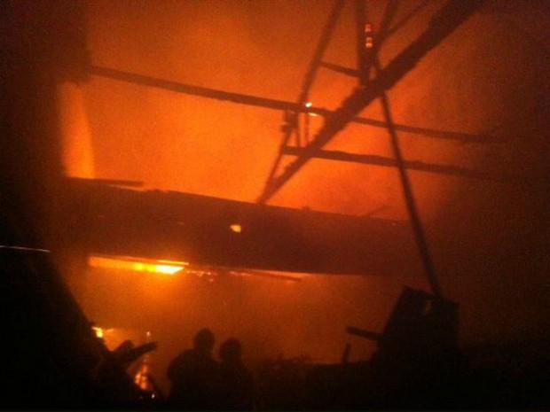 Loja de cosméticos fica destruída após incêndio em Campo Grande (Foto: E. Lopes/ Divulgação Corpo de Bombeiros)
