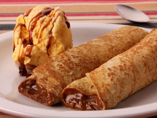 Panqueca recheada com doce de leite e sorvete é a opção de sobremesa no jantar da Parrilla Tierra Del Fuego, no Bacacheri (Foto: Guilherme Alves / Divulgação)