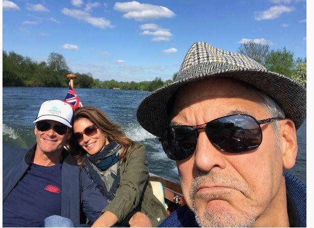Cindy Crawford com o marido e George Clooney (Foto: Reprodução/ Instagram)