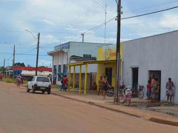 Polícia fez buscas pelas proximidades, mas ainda não localizou o suspeito (Foto: Lauane Sena/G1)