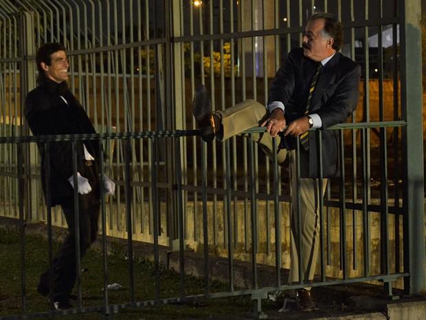 Tony Ramos arrancou boas gargalhas de Reynaldo Gianecchini em cena de ação (Foto: Guerra dos Sexos/ TV Globo)