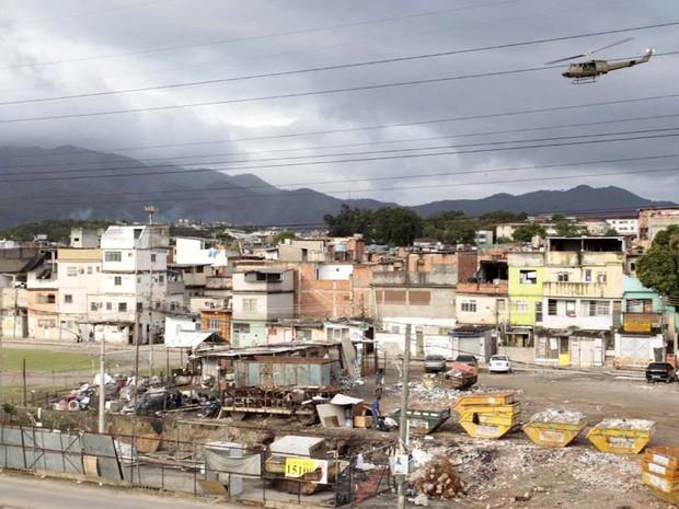 VIsta aérea da comunidade do Jacarezinho no Rio. Os blindados do Exército deixam a Favela do Jacarezinho, já ocupada pela Polícia Civil (Foto: Marino Azevedo/Governo do Estado do Rio de Janeiro)