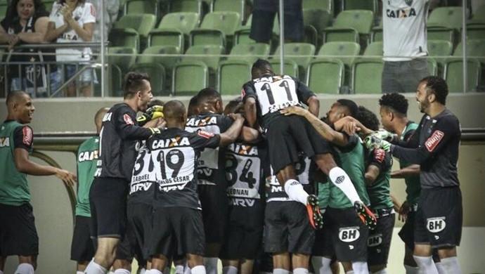 Jogadores do Atlético-MG comemoram gol contra o Figueirense (Foto: Bruno Cantini/ Atlético-MG)