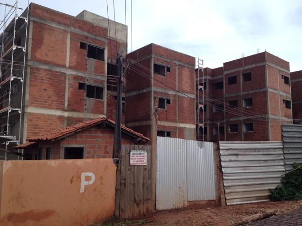 Operário sofre ataque epilético e cai de escada em obra no Piauí (Foto: Yara Pinho/G1 Piauí)