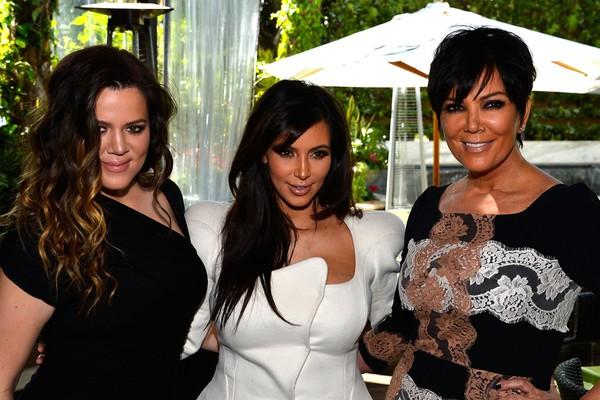 Khloe Kardashian, Kim Kardashian e Kris Jenner (Foto: Getty Images)