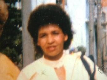 Diego procura a mãe, identificada somente como Débora (Foto: Reprodução/TVCA)